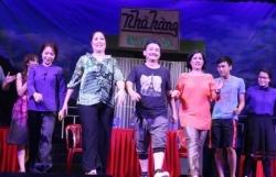 NSND Hồng Vân bất ngờ đóng cửa sân khấu kịch