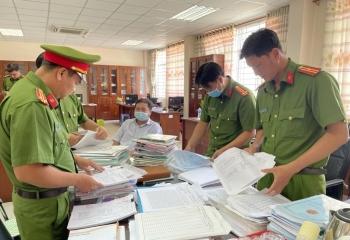 Bắt tạm giam, khám xét nơi làm việc của 3 cán bộ Chi cục thuế